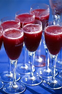 Champagne with raspberry juice, Close-up