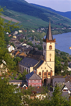 View at houses and church of riverine town of Lorch, Rheingau, Hesse, Germany, Europe