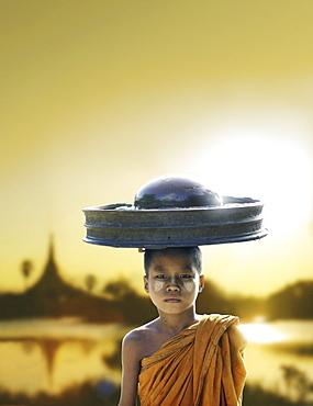 Monk, Shwedagon Pagoda, sunset, Rangoon, Myanmar, Asia