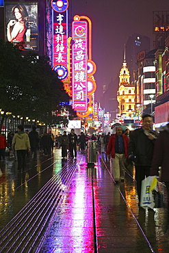 Shopping, Nanjing Road, Evening, Nanjing Road shopping, people, pedestrians, consumer, consume, neon, advertising