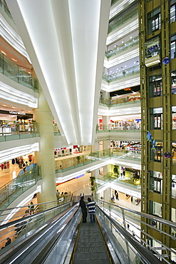 Shopping Shanghai, New World, Yao Han, shopping mall, escalator, shops, stores, mega malls, multi storey, advertising, Werbung, consumers, fashion, design, atrium