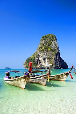 Anchored boats, chalk cliff in background, Phra Nang Beach, Laem Phra Nang, Railay, Krabi, Thailand, after the tsunami