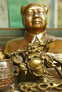 Bust of Mao and laughing Buddha statue at a souvenir shop, Heng Shan, China, Asia