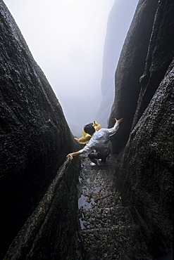 Pilgrims on narrow stone steps, pilgrimage route to Jade Screen Peak, Huang Shan, Anhui province, China, Asia