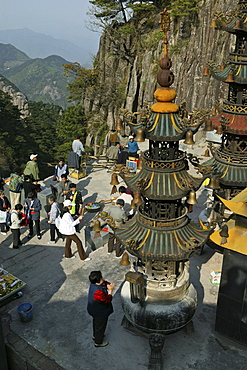 pilgrims, Tiantai Feng, Mount Jiuhua, mountain of nine flowers, Jiuhua Shan, Anhui province, China, Asia