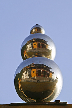 a column of reflecting spheres, Jiuhua Shan, Anhui province, Jiuhuashan, Mount Jiuhua, mountain of nine flowers, China, Asia