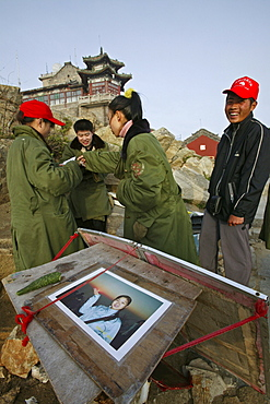 Chinese tourists crowd the summit for sunrise, local photographers waiting for business, Mount Tai, Tai Shan, Shandong province, World Heritage, UNESCO, China
