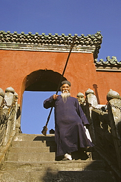 Elderly taoist monk on the steps to the Golden Hall, 1613 metres high, Mount Wudang, Wudang Shan, Taoist mountain, Hubei province, UNESCO world cultural heritage site, birthplace of Tai chi, China