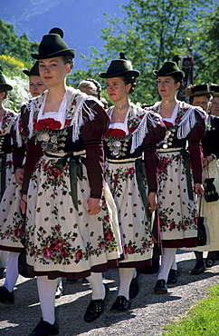 Young women wearing dirndl dresses, pilgrimage to Raiten, Schleching, Chiemgau, Upper Bavaria, Bavaria, Germany