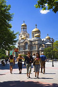 Tourists in front of Chram Sveta Uspenie Bogorodicno Cathedral in Varna, Bulgaria, Europe