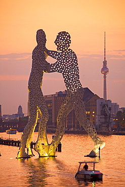 Monecular Men Sculpture, TV Tower, Spree River, Treptow, Berlin