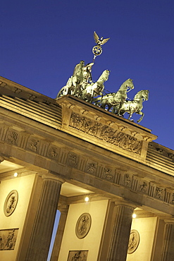 Berlin, Brandenburg gate, Quadriga, twilight