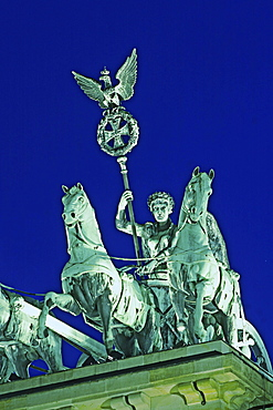 Berlin, Brandenburger Tor, Quadriga, Daemmerung
