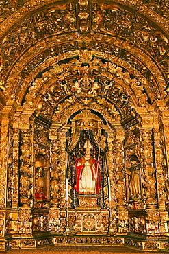 Portugal Algarve Faro old town center kathedral Largo da Se interieur, Talha Dourada Altar