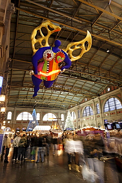 Zuerich, main station, christmas decoration, interieur Niki de Saint Phalles angel of travellers