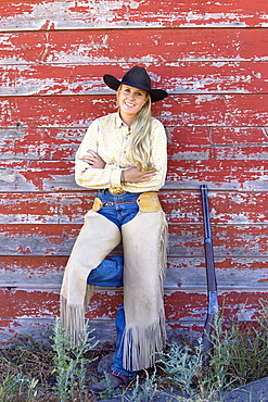 cowgirl at barn, wildwest, Oregon, USA