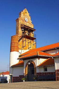Church, Iglesia de Santiago, Villadangos del Paramo, Castilla Leon, Spain