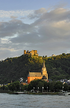 View of Castle Schoenburg in the evening, Rhine, Oberwesel, Rhineland Palatinate, Germany