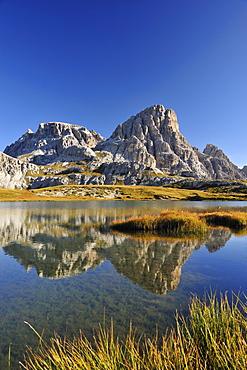 Lake Boedensee with Schusterplatte, Tre Cime di Lavaredo range, Dolomites, UNESCO World Heritage Site, South Tyrol, Italy