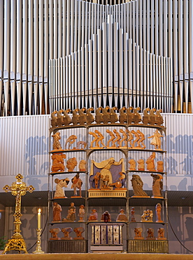 Altar inside of the Liebfrauenkirche, Church of Our Lady, Puettlingen, Saarland, Germany, Europe