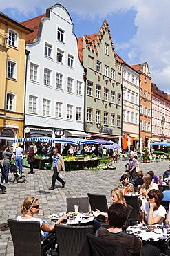 Street cafe and market at Altstadtgasse, Landshut, Lower Bavaria, Bavaria, Germany, Europe