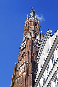 Historic buildings and the steeple of the church of St Martin, Dreifaltigkeitsplatz, Old town, Landshut, Lower Bavaria, Bavaria, Germany, Europe