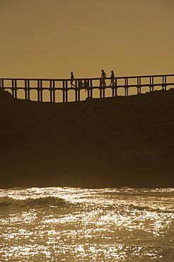 Wooden footbridge at the Praia de Bordeira, evening light, west coast of Algarve, Costa Vicentina, Algarve, Portugal, Europe