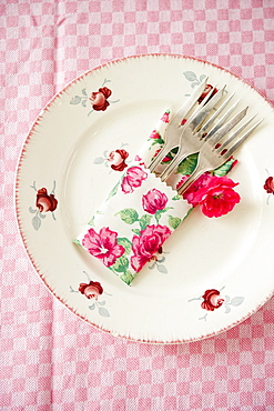 Cake forks resting on a decorative plate, Table, Place settings, Decoration
