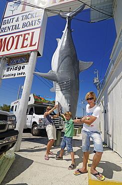 Tourists with fake model of a white shark, Holiday Marina, Islamorada, Whale Keys, Florida, USA