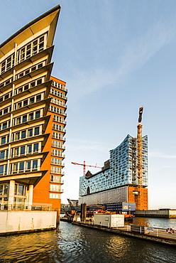 Kehr Wieder Spitze and Elbphilharmonie in the HafenCity, Hamburg, Germany