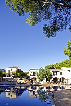 Ducal suites and large hotel pool, Punta Negra H10 Hotel, near Portals Nous, west of Palma, Mallorca, Balearic Islands, Spain