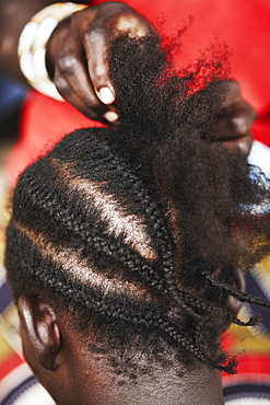 Cornrowing hair, Magadala, Mali
