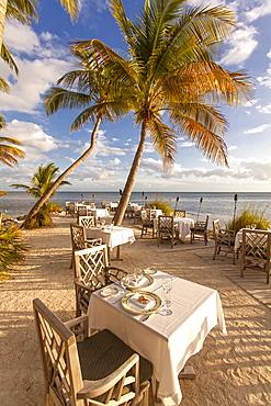 Restaurant DINING ROOM, Little Palm Island Resort, Florida Keys, USA