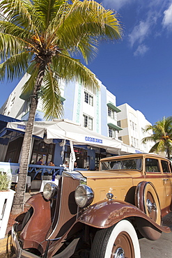 Oldtimer on the Ocean Drive, Art Deco District, South Beach, Miami, Florida, USA