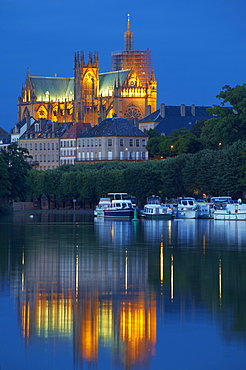 Port de Plaisance and Saint-Etienne Cathedral, River Mosel, Metz, Moselle, Region Alsace Lorraine, France, Europe