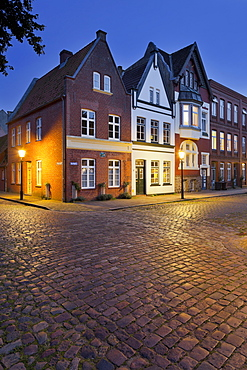 Houses at Mittelburgwall in the evening light, Friedrichstadt, Schleswig-Holstein, Germany