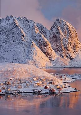 Reine in the morning light, Lilandstinden, Moskenesoya, Lofoten, Nordland, Norway