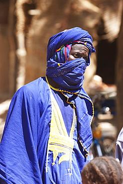 Man wearing a turban at the Monday Market, Djenne, Mali