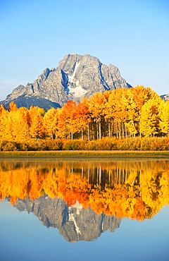 Wyoming, Grand Teton National Park, Landscape of Oxbow Bend on Snake River, Mount Moran in distance.