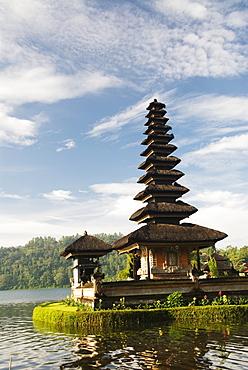 Indonesia, Bali, Lake Bratan, Ulu Danu Temple.
