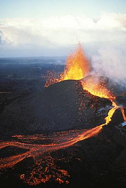 Hawaii, Big Island, Hawaii Volcanoes National Park, Kilauea, Pu'u O'o eruption, fountaining action