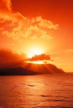 Hawaii, Kauai, North shore, Sunset over Bali Hai Point.