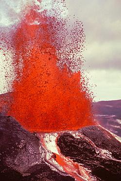 Hawaii, Big Island, Hawaii Volcanoes National Park, Kilauea, Pu'u O'o eruption, close-up fountaining action