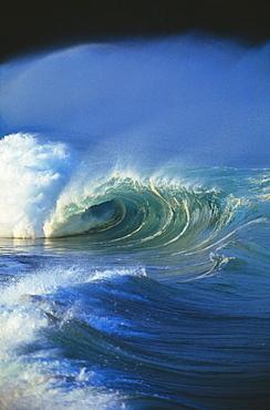 Hawaii, Oahu, North Shore, Waimea Shorebreak, rough seas, soft sunlight