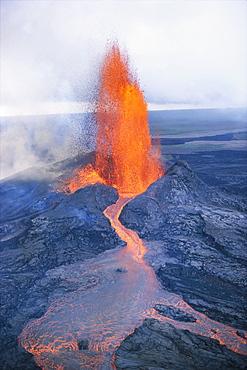 Hawaii, Big Island, Hawaii Volcanoes National Park, Kilauea Volcano, Puu Oo Crater fountaining