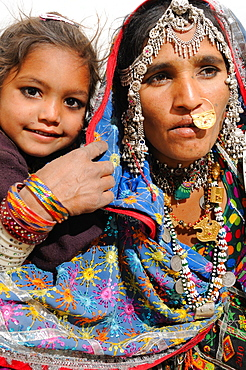 Mir tribe mother and daughter, Gujarat, India, Asia