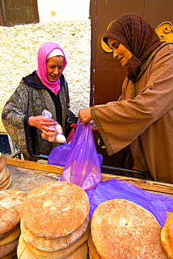 Traditional Moroccan bread stall, Meknes, Morocco, North Africa, Africa