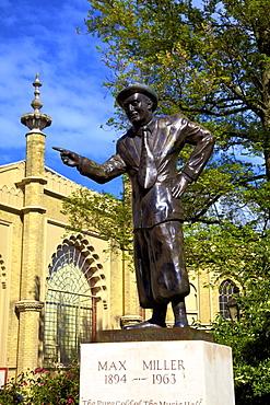 Statue of Max Miller, Brighton, East Sussex, England, nited Kingdom, Europe