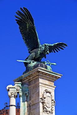 Statue of Turul Bird, Buda Castle, UNESCO World Heritage Site, Budapest, Hungary, Europe