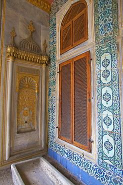 Courtyard of the Queen Mother, Topkapi Harem, Topkapi Palace, UNESCO World Heritage Site, Istanbul, Turkey, Europe